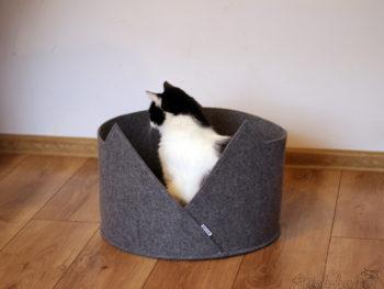 Katzenkorb aus Filz mit gemütlichem Kissen