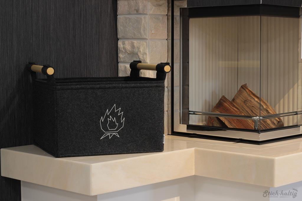 holzkorb aus filz dunkelgrau mit feuermotiv stich. Black Bedroom Furniture Sets. Home Design Ideas